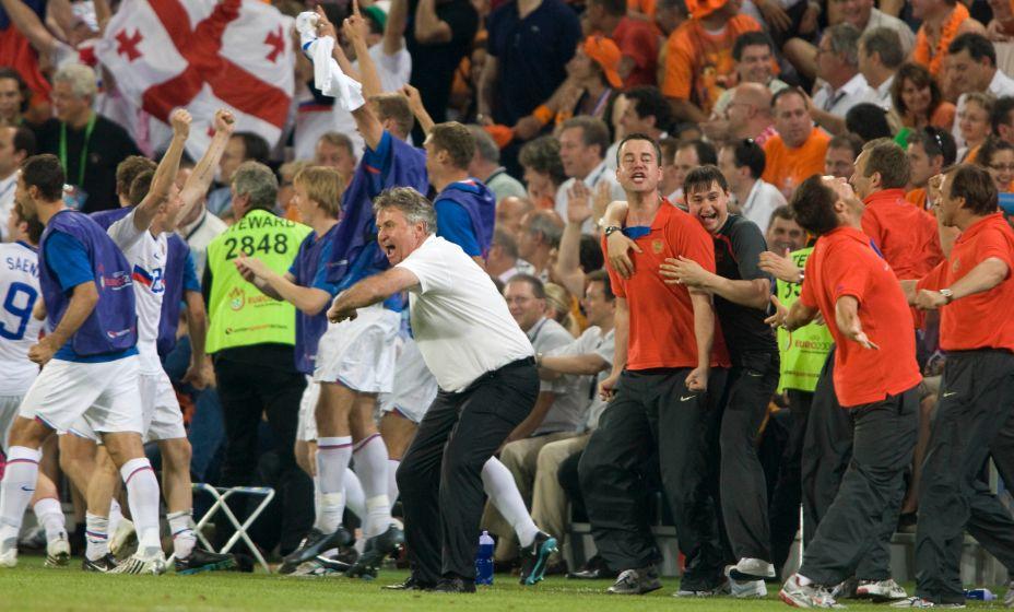 Гус Хиддинк празднует победу над сборной Нидерландов в четвертьфинале Евро-2008. Фото: Global Look Press