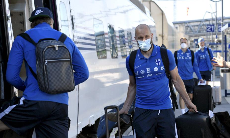 Финская команда отправилась в Копенгаген на матч с Данией. Фото: Global Press Look