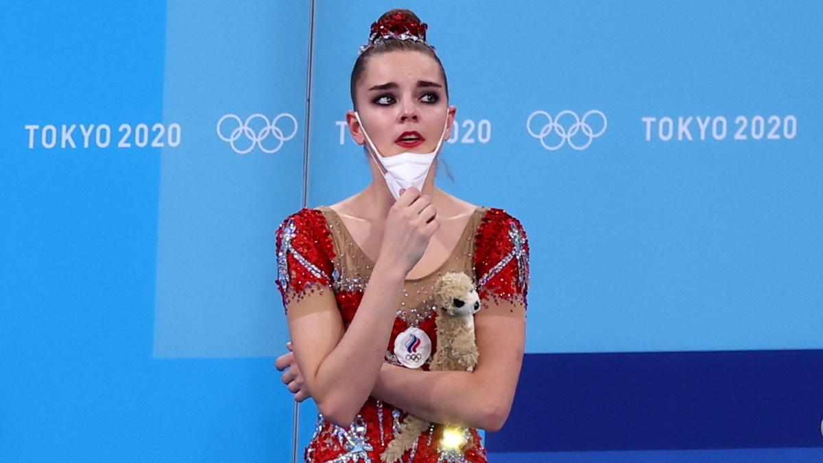 Дина Аверина не могла сдержать слез глядя на оценки судей. Фото: REUTERS