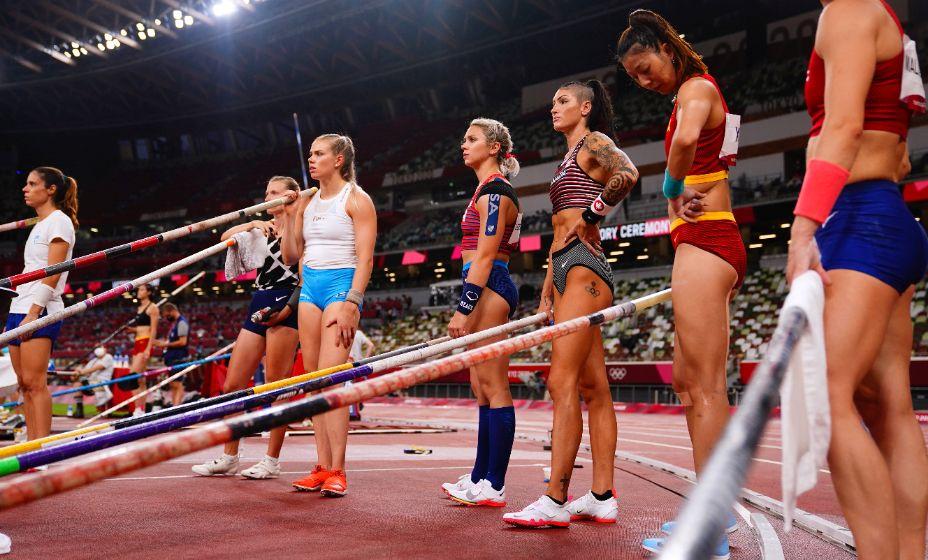 Анжелика Сидорова прошла в финал в прыжках с шестом с первой попытки покорив необходимую высоту. Фото: Reuters