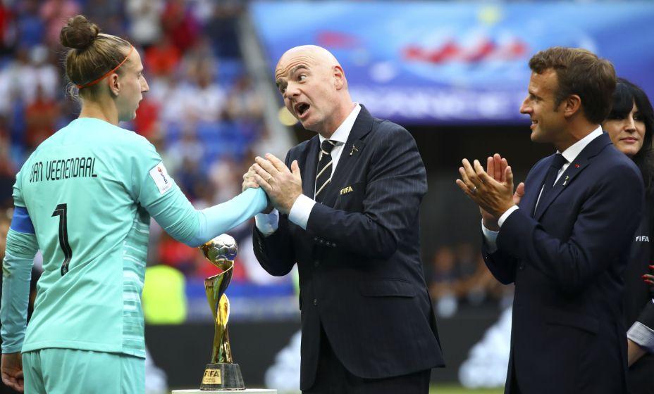 Президент ФИФА Джанни Инфантино должен еще уговорить женщин разрешить мужчинам чаще играть в футбол. Фото: Global Look Press